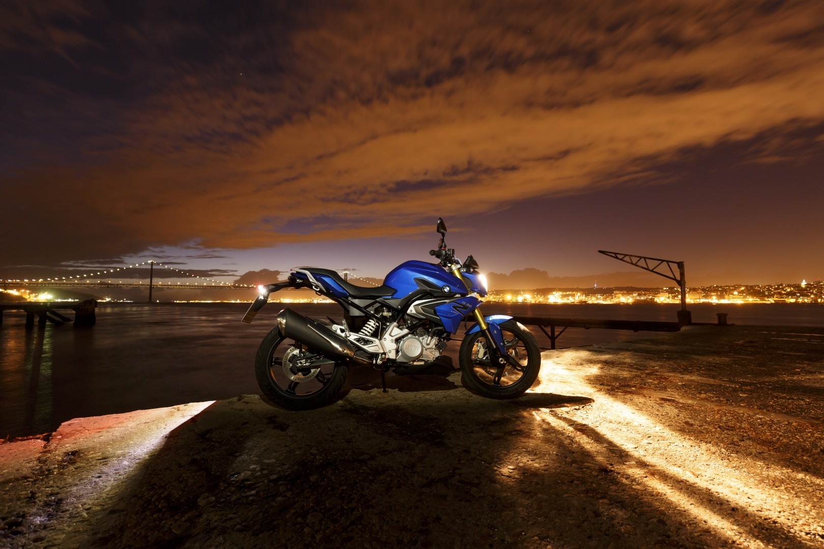 2016 BMW G310R Price and Specs